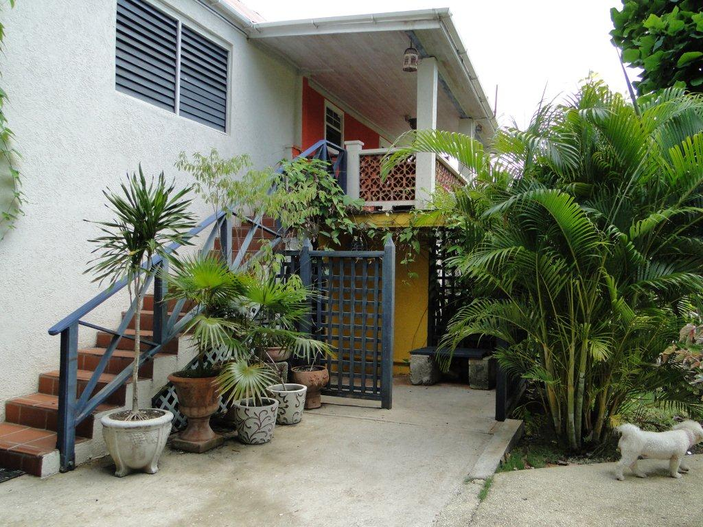 """The Breadfruit""-One Bedroom Apt."